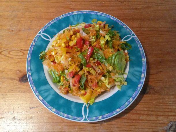 Buntgemischter Salat mit Zitronennote Zitronenöl Vital for your life