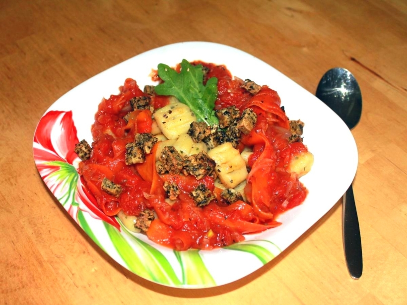 Gnocchis in Tomatensoße mit Basilikumcroutons Tofu Croutons Rezept Vital for your life vegan food blog vitalforyourlife.com