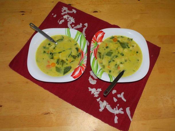 Orientalische Gemüsesuppe mit Curry Kokos und Koriander Rezept Vital for your life vegan food blog vitalforyourlife.com