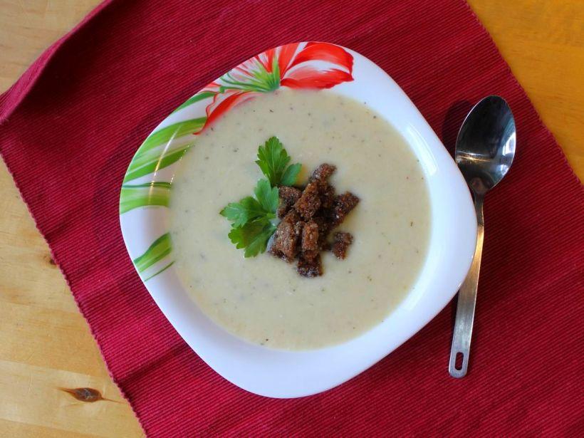 cremige-blumenkohlsuppe-mit-wuerzigen-croutons-von-vital-for-your-life-vegan-food-blog