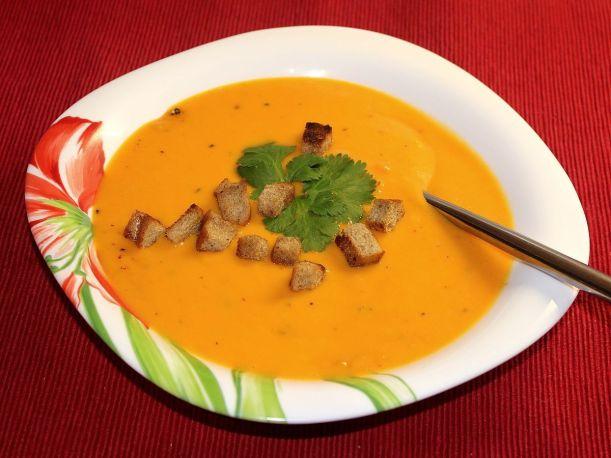 fruchtig-milde-moehrensuppe-mit-ingwer-von-vital-for-your-life-vegan-food-blog